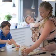 Saken handler om hjemmelaget barnemat, og vi skal møte Maiken Malle, sønnen Gabriel(3) og datteren Elida (8 mnd), som driver en nettside og en blogg om dette (http://sunnstart.no/) + barna hennes. Tanken er bilder på kjøkkenet, matlaging, spising, etc. Foto: Robert Eik